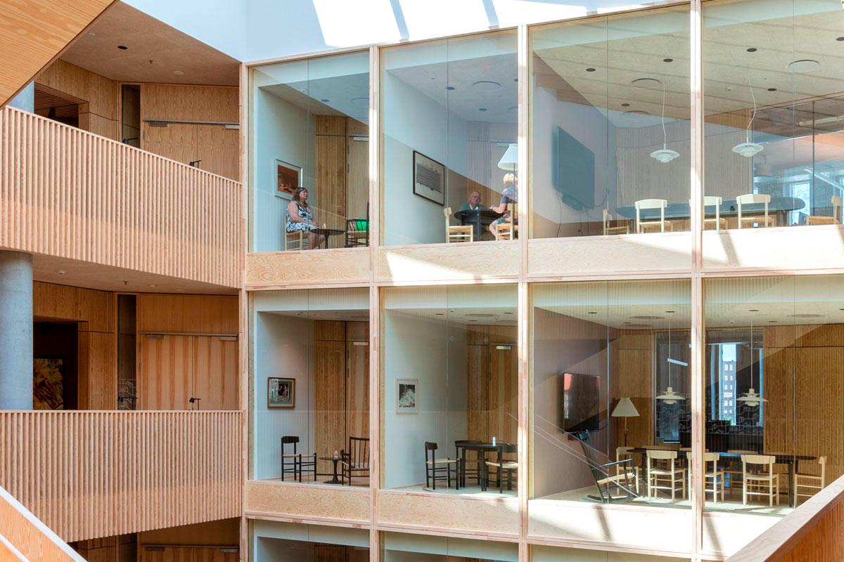 Kreativ og opfindsom genbrug af byggematerialer i det nye KAB-Hus